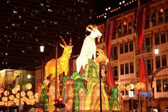 1200px-Chinese_New_Year_decorations_along_New_Bridge_Road_Singapore_-_20150215