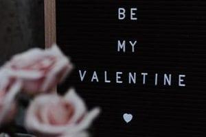 "Illustration that reads, ""Be My Valentine"""