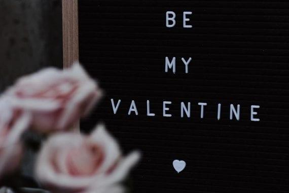 "Illustration that reads: ""Be My Valentine"""