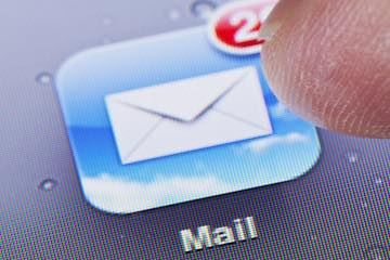Screenshot of an Apple Mail icon on a smartphone screen
